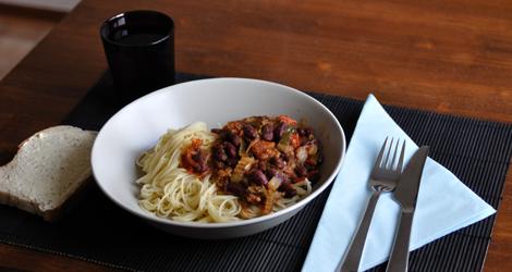 Chili-Pepper Ratamba Stew med en bit bröd till