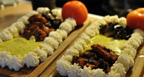Planka med marinerad soyafilé och bearnaisesås