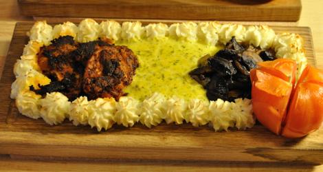 Färdig planka med marinerad soyafilé och bearnaisesås