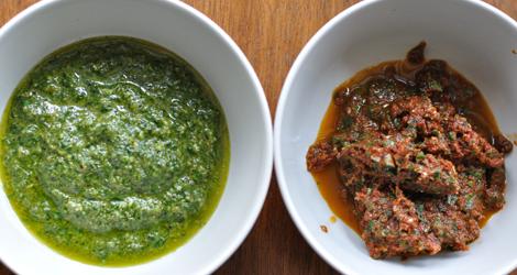 Pesto på närodlad basilika till vänster och 8-bits tomatpesto till höger