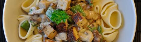 Pasta med blandad svamp och tofu