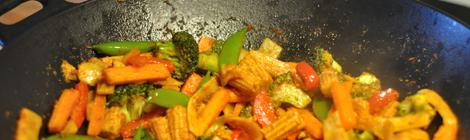 Grönsaker wokade i currypasta