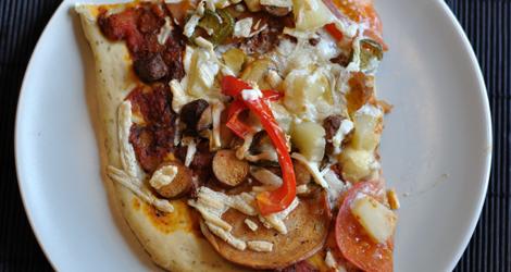 En bit av den frädiggräddade pizzan
