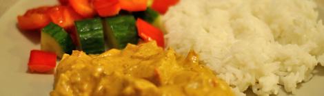 Jordnötsgryta med ris och grönsaker