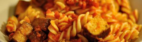 Snabb pasta med tomatsås och tofu