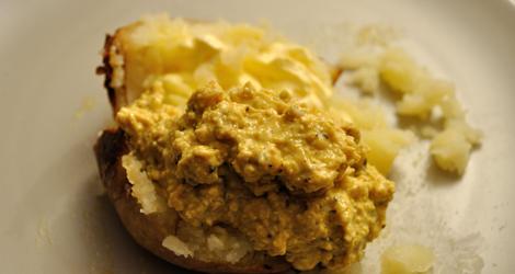 Bakad potatis med curry/mango-röra