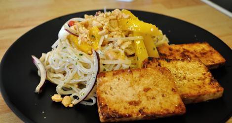Risnudelsallad med tofu